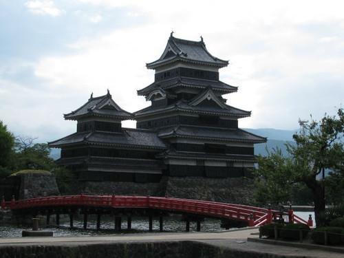 松本城:埋橋からの天守