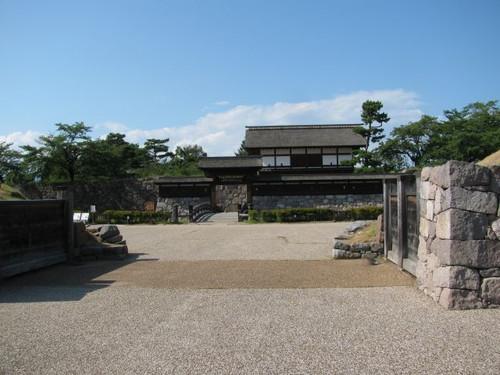 松代城:二の丸の南門跡からの太鼓門