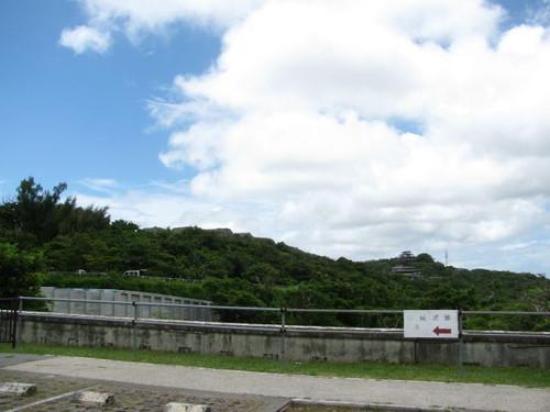 中城城:駐車場からの眺め